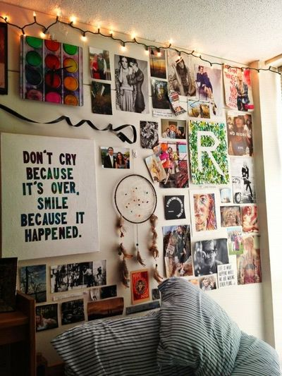 Dorm room wall for college juxtapost for Cool ways to decorate your apartment