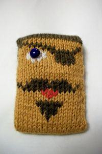 Blackbeardy phone cover tutorial with a chart for the duplicate stitches from Laurie Ann