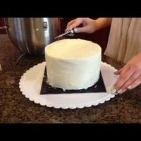 HOW TO FROST A CAKE WITH A PAPER TOWEL