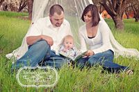 Maybe Momma in the middle with reading to the belly? (Melissa Gomez Photography)