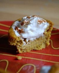 Pumpkin Pie Cupcakes- no separate filling, just one batter, which creates a crust-like outside with a custard-like center. Top with whipped cream. - Click image to find more Food & Drink Pinterest pins